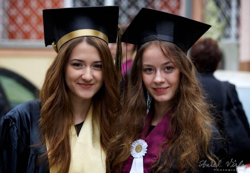 Portrete Foto absolvire liceu cu roba si toga