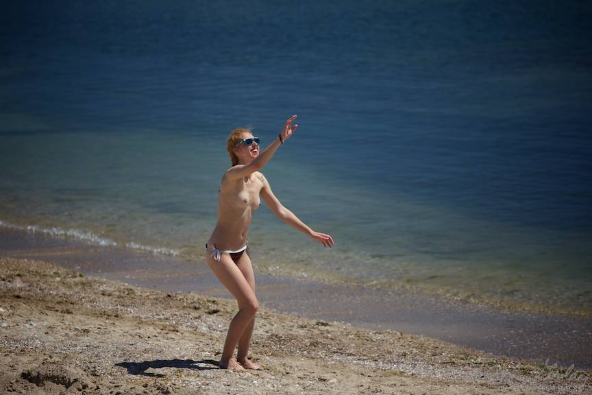 Vama-Veche FotografieAV top-less frisbee