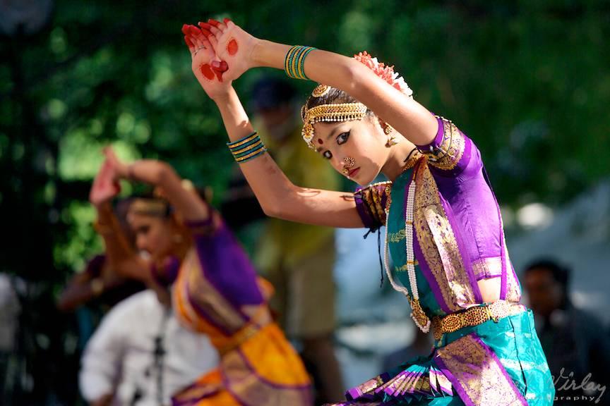Portret foto dansatoare indianca.