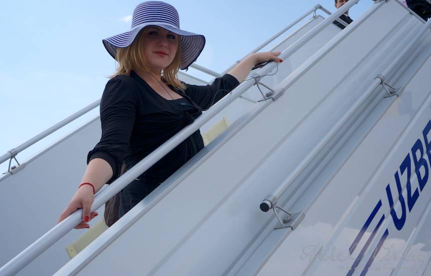 Sedinta foto pe scara avionului.