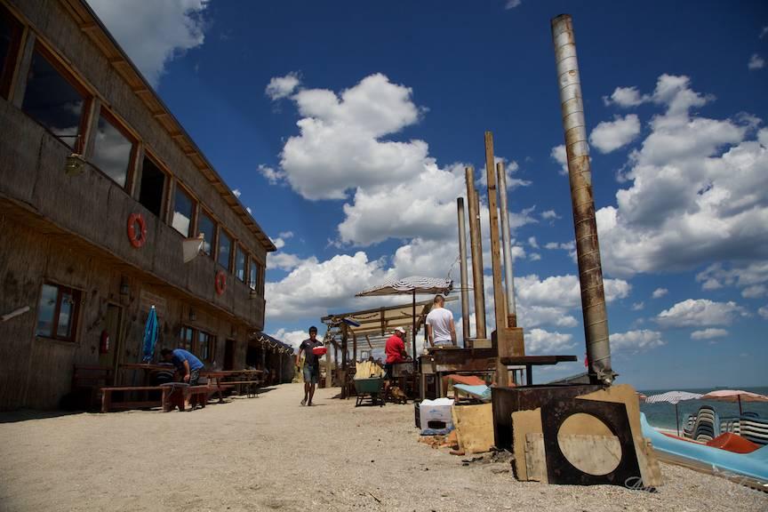 Vama Veche imagini fotoAV -23 Plite restaurant aer liber plaja
