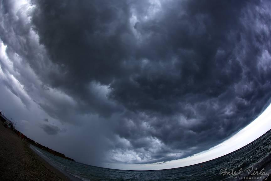 Eseu Foto despre Furtuna deasupra Marii Negre si Vamei Vechi.