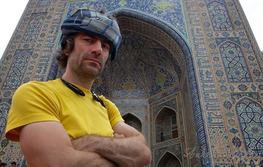 Portret cu turban: Mihai Bucsa fara camera de filmat.