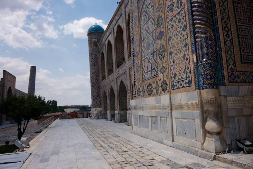 Fotografia cu turnurile inclinate din orasul Samarkand.