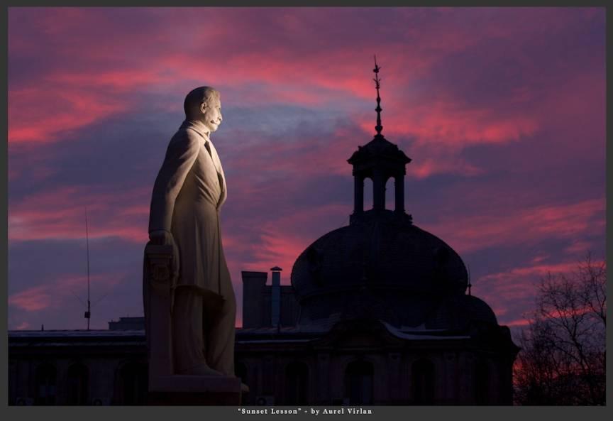 Fotografie in Apus de Soare *Sunset Lesson* in Piata Universitatii Bucuresti.