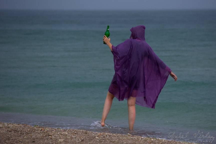Fotoreportaj pe timp de ploaie pe plaja Vamei Vechi.