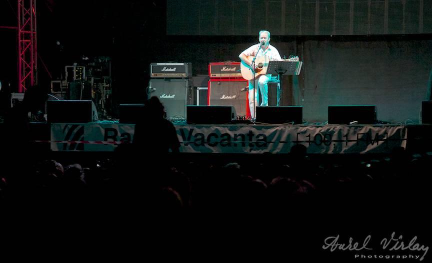 Fotografie Festival Folk You IX - Dinu Olarasu si chitara sa.