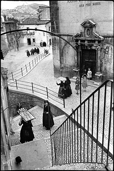 photo-henri-cartier-bresson-aquila-degli-abruzi-1952 (1)