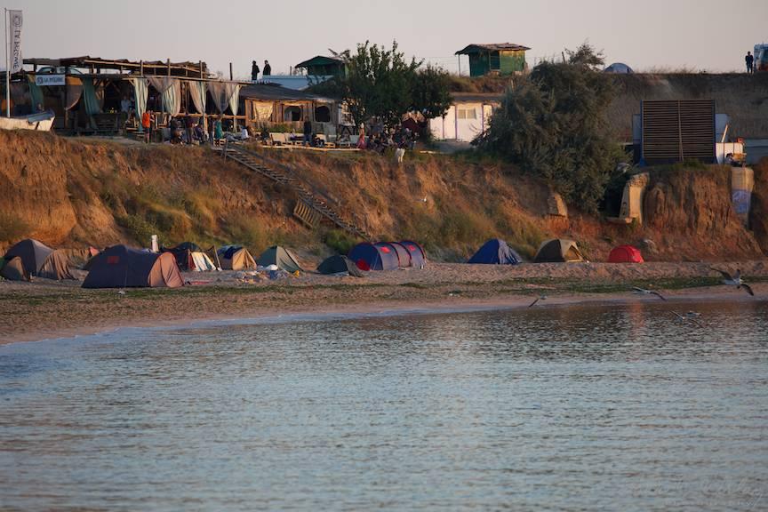Peisaj cu malul Vamei Vechi La Pescarie in rasarit de soare.