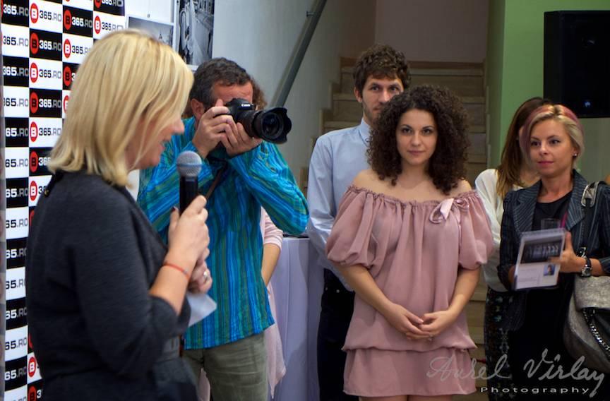 Directoarea CreArT Claudia Popa deschide prima expozitie de fotografie in galeria din Piata Lahovari nr. 7.