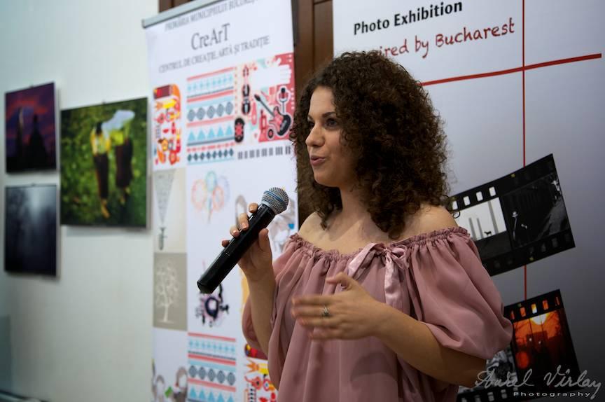 Fotografii care expun au fost alesi de Miruna Bardulete de la B365.