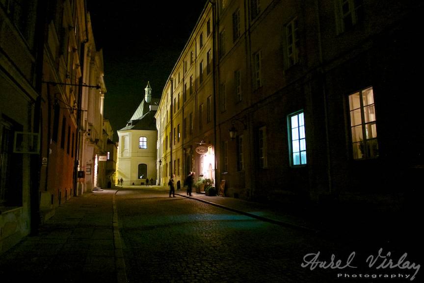Mirajul noptii intr-o fotografie nocturna din Varsovia.