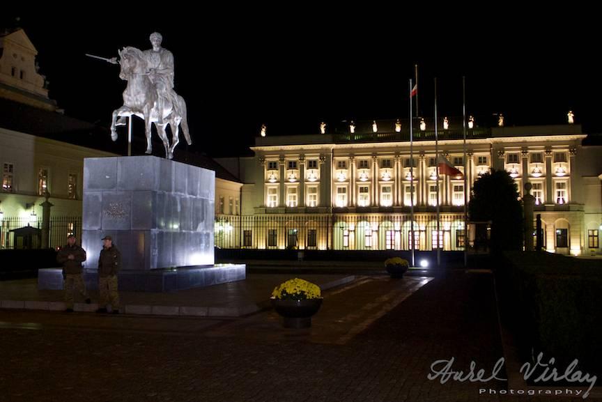 Palatul Prezidential al Poloniei intr-o viziune fotografica nocturna.