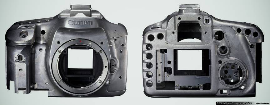 Sa nu uitam ca aparatul foto Canon EOS 7D are body din aliaj aluminiu!