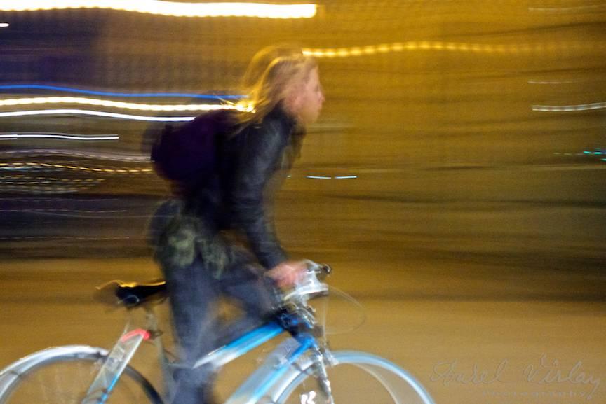 Fotografie-miscata-biciclista-miscare-noaptea-varsovia-polonia-2