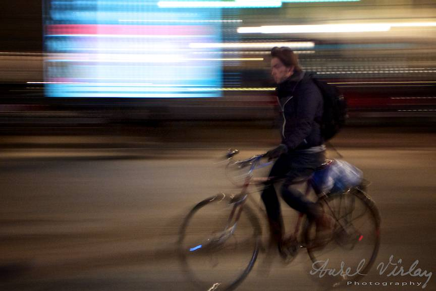 Varsovia privita prin iuresul biciclistilor in toiul noptii.
