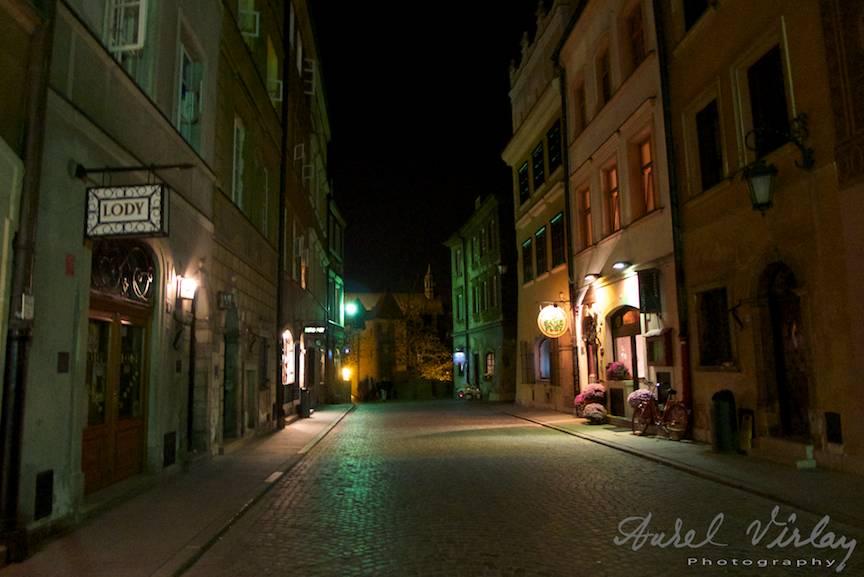 Peisaj fotografic nocturn in orasul Varsovia.