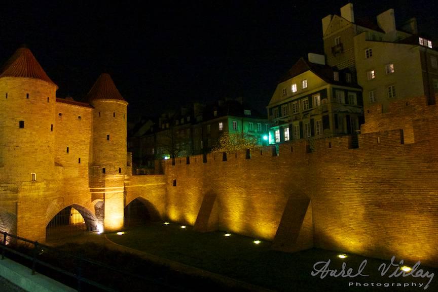Cetatea Varsoviei si orasul din interior intr-o imagine emablematica.