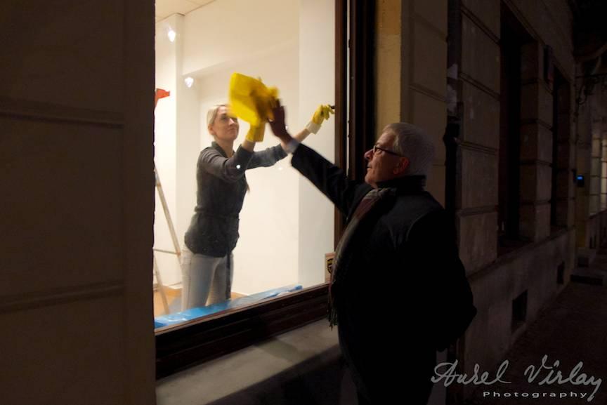 Un Fotograf intrand intr-un joc de mim cu o frumoasa blonda poloneza.