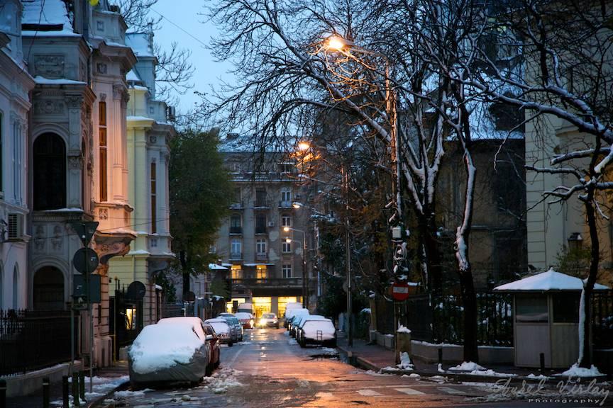 Fotografie in *Regim de lumina* in prima zi de iarna.
