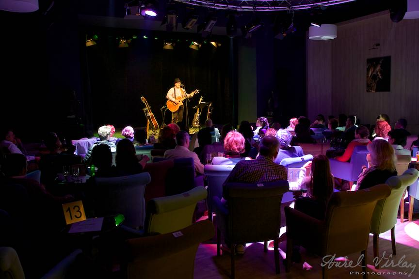Relax and music at Teatrelli Bucuresti.
