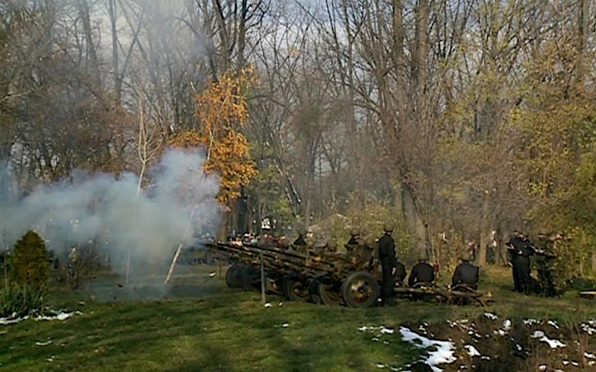 Copacul rezista primei salve a tunurilor.