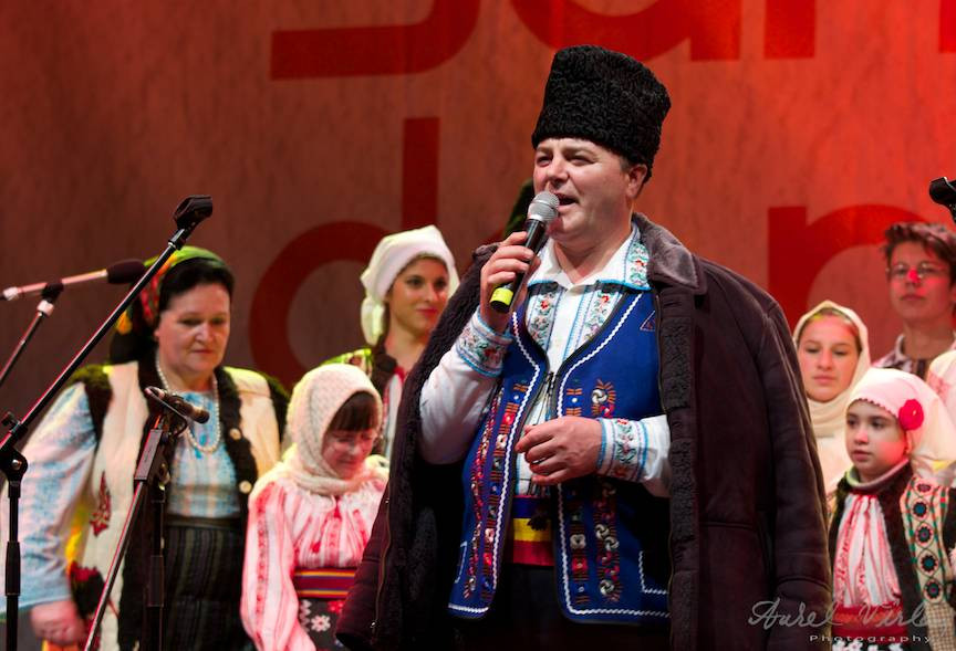 Concertele serii sunt deschise de Ansamblul Tecucelul din Galati.