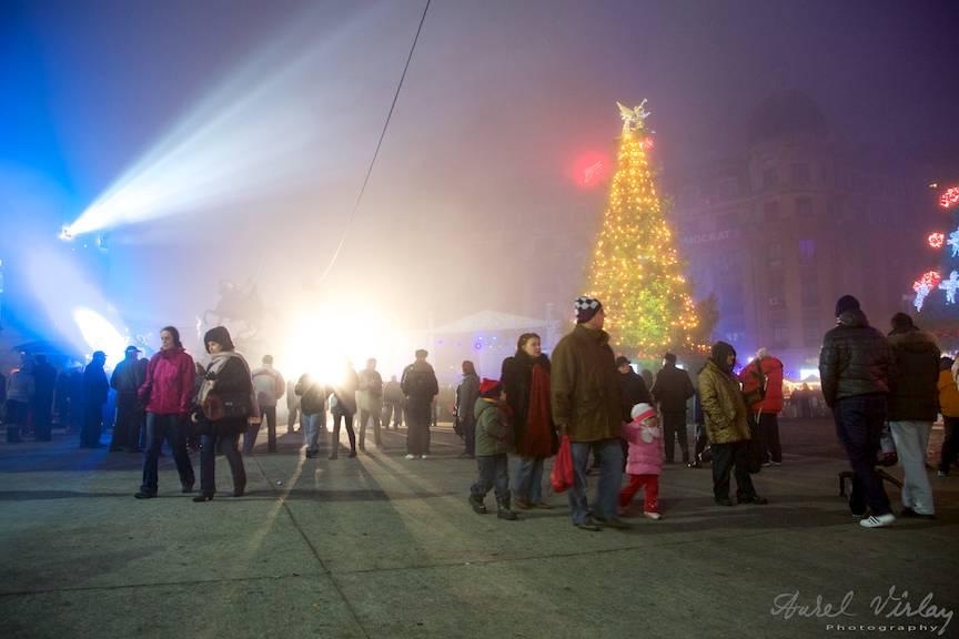 Seara de Craciun cu ceata deasa in Bucharest Christmas Market.