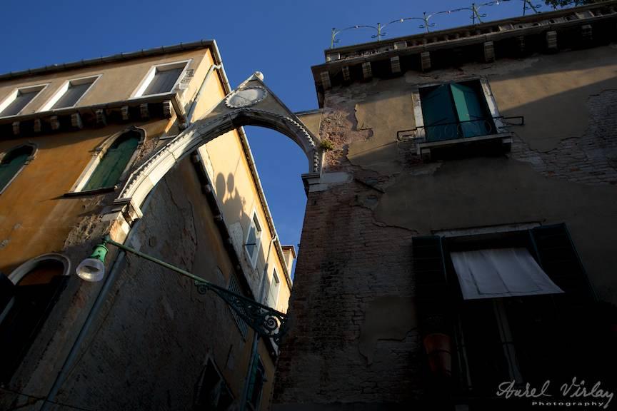 Fotografia emblematica perspectiva arcada orasul Venetia Italia