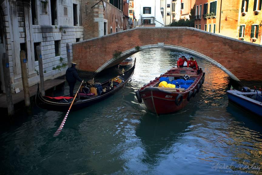 Vechea Gondola in dialogul tot mai insistent cu noile vaporase de transport marfuri.