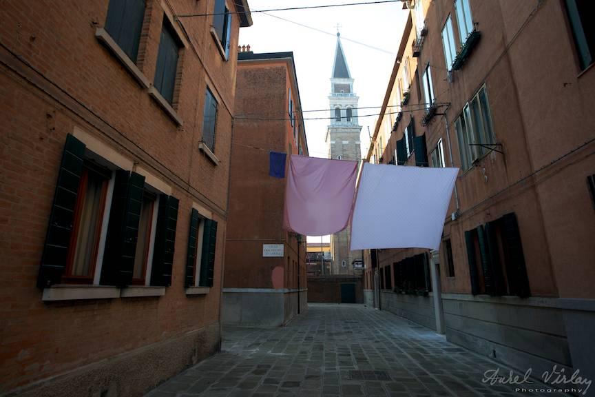 Cum se usuca rufele in familia italiana cu fundal de turn inclinat.