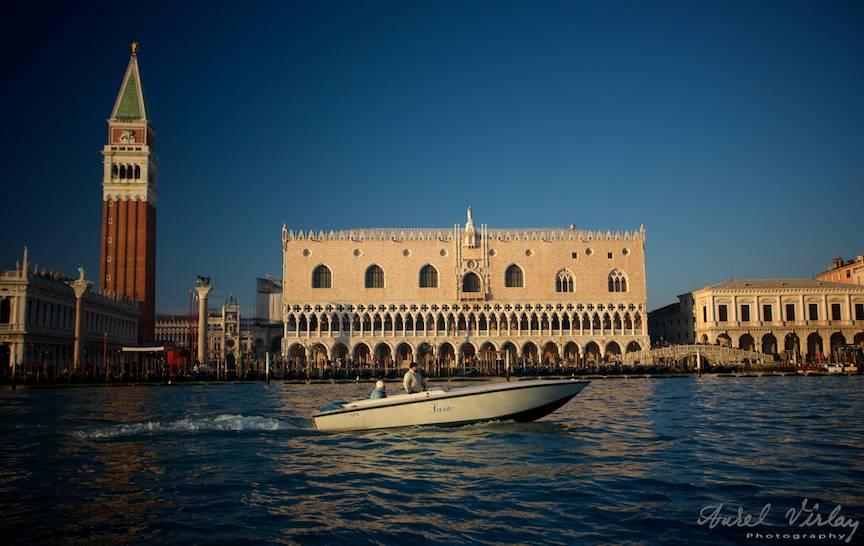 Piata San Marco si Palatul Dogilor in apus de soare.