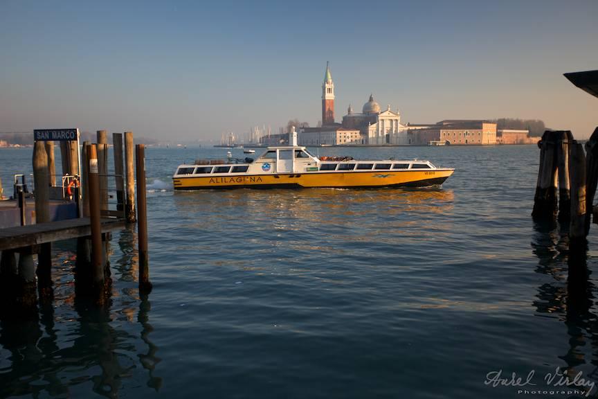 Fotografie din Venetia cu trei trei planuri in adancime.