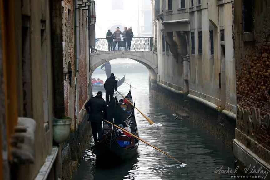 Iesirea gondolelor in Grand Canal.