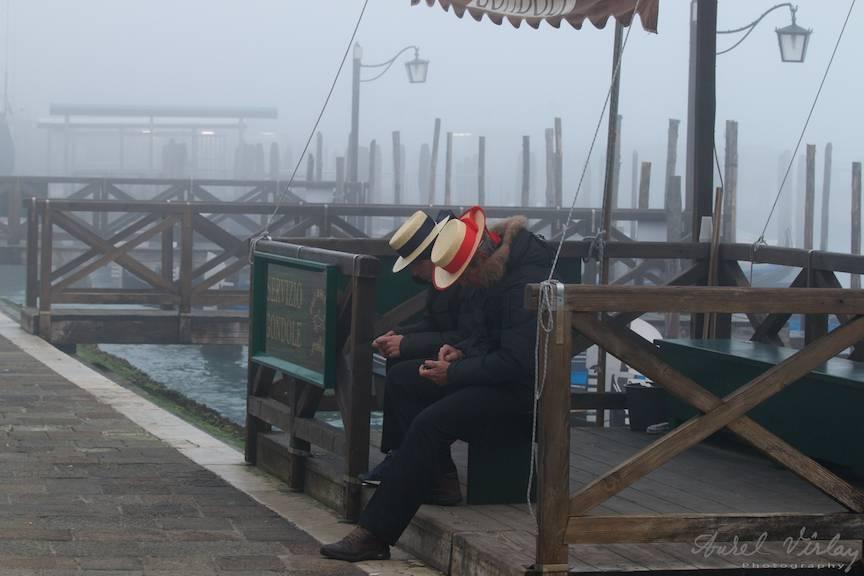 Gondolieri in asteptarea turistilor.