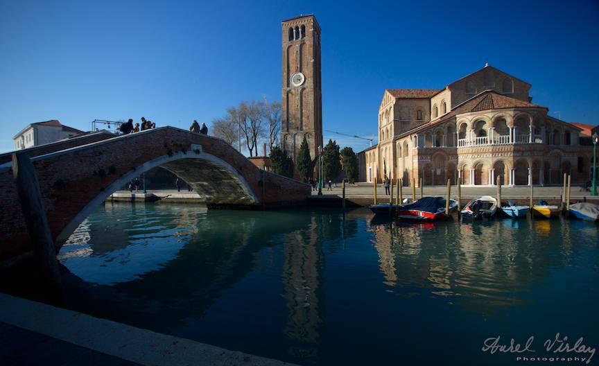 Pod peste canal si Biserica Sfanta Ana din Murano.