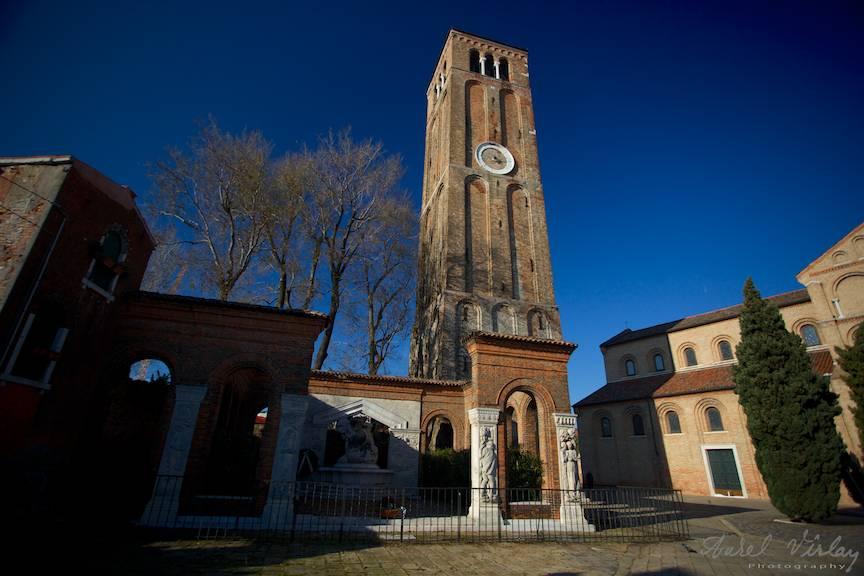 Turnul cu ceas al bisericii din centrul orasului Murano.