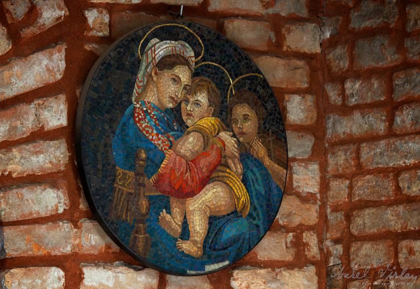 Icoana Fecioara Maria cu Pruncul Iisus facuta cu sticla de Murano.