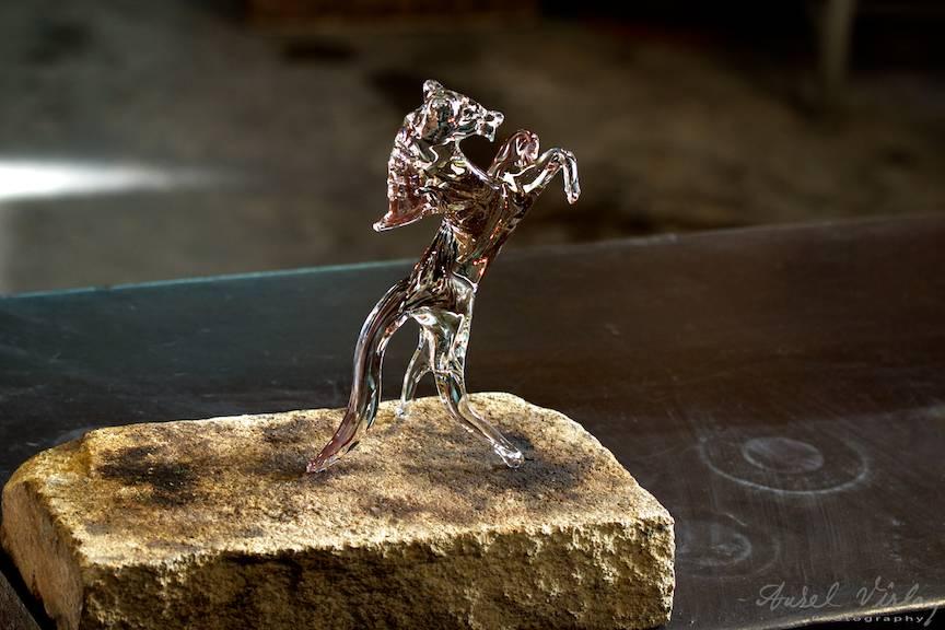 Macrofotografie cu micul calut din sticla de Murano.