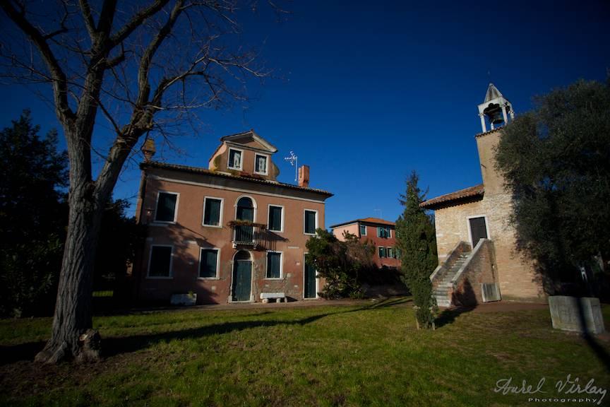 Peisaj foto citadin in centrul Insulei Torcello.