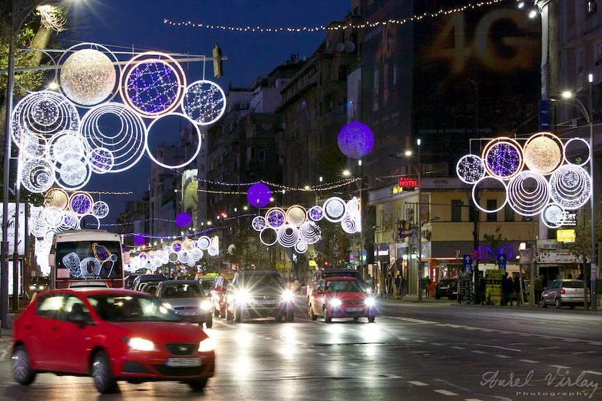 Luminile de Sarbatori intr-un peisaj foto citadin pe Bulevardul Magheru.