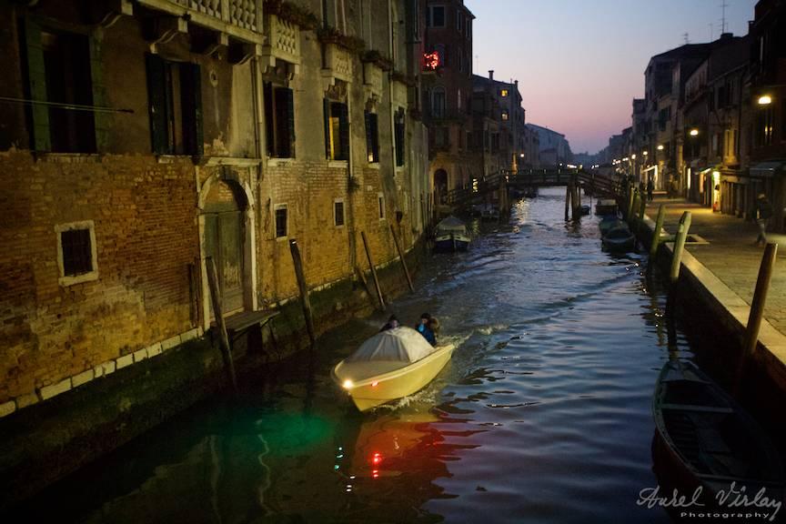 Prima noapte a unui fotograf roman in Venetia Italia.