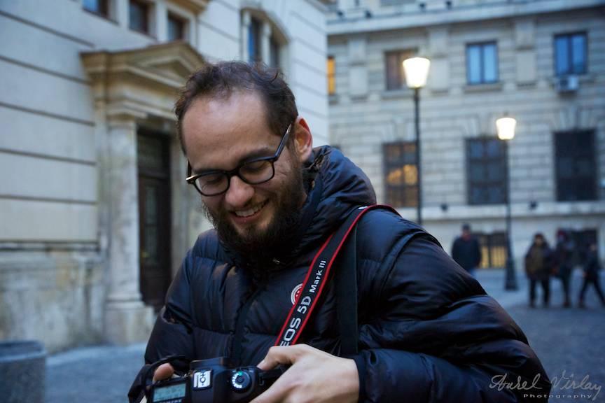 Fotografiaza zi de zi cu Canon EOS 5D Mark III. Filmeaza totusi cu Arri pe pelicula de 35mm.