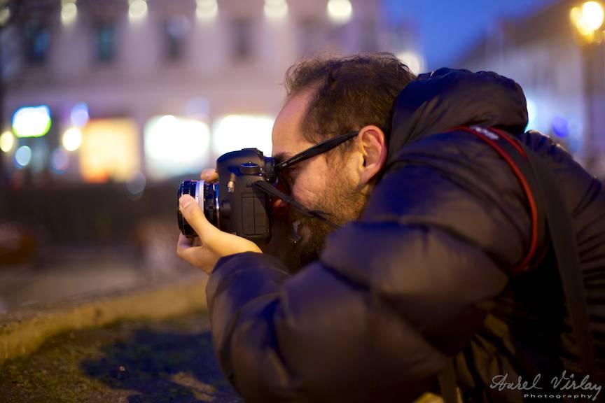 Fotografia de noapte de pe un pod peste Dambovita il incanta pe amicul meu Carlos.
