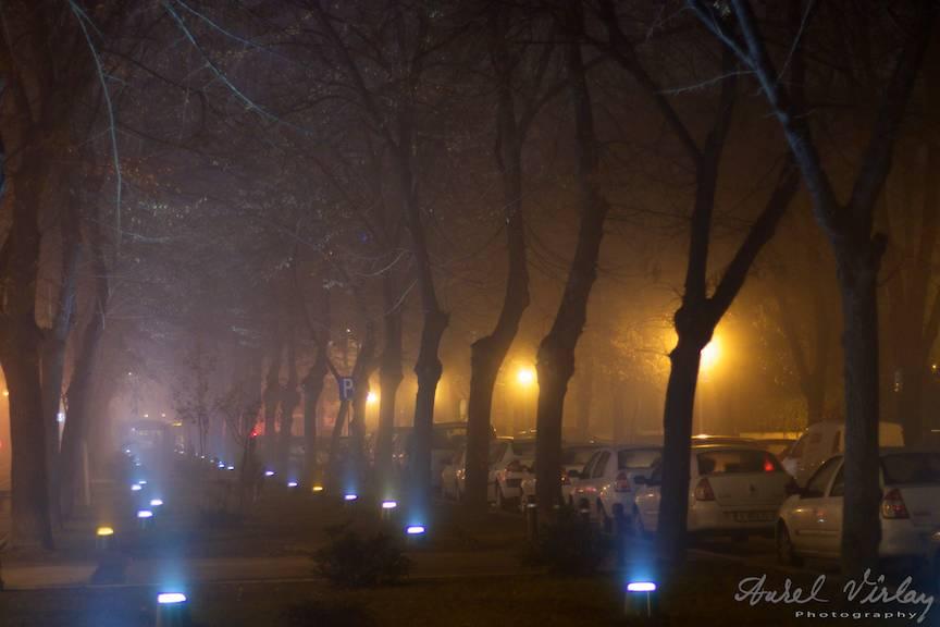 Fotografie ceata seara pe Bulevardul Aviatorilor Bucuresti.