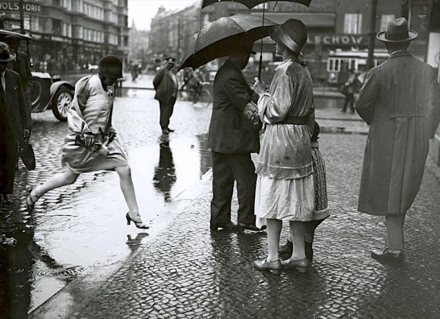 Fotojurnalismul de strada devenit maniera fotografica in Germania prin Friedrich Seidenstücker.