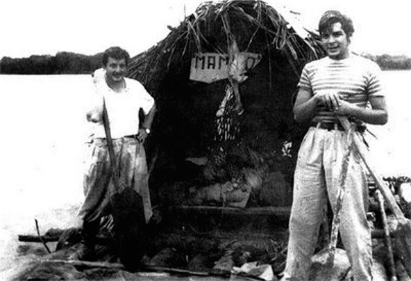 Fotografie din 1952 cu Alberto Granado alaturi de Che Ernesto Guevara cu pluta pe Amazon.