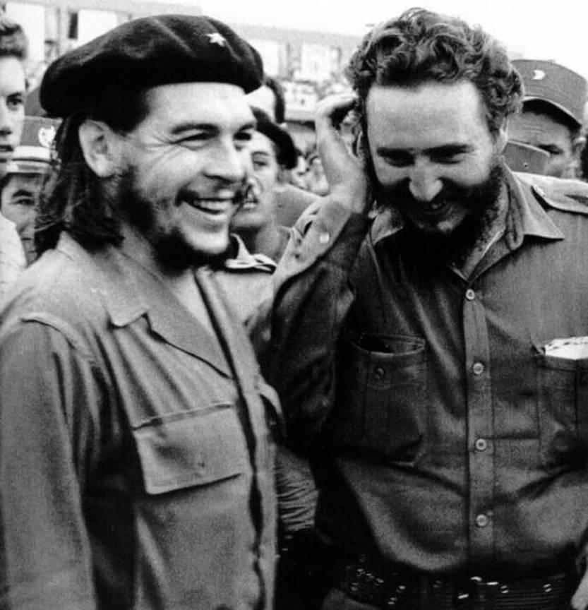 El Comandante plin de veselie alaturi de leaderul Fidel Castro!