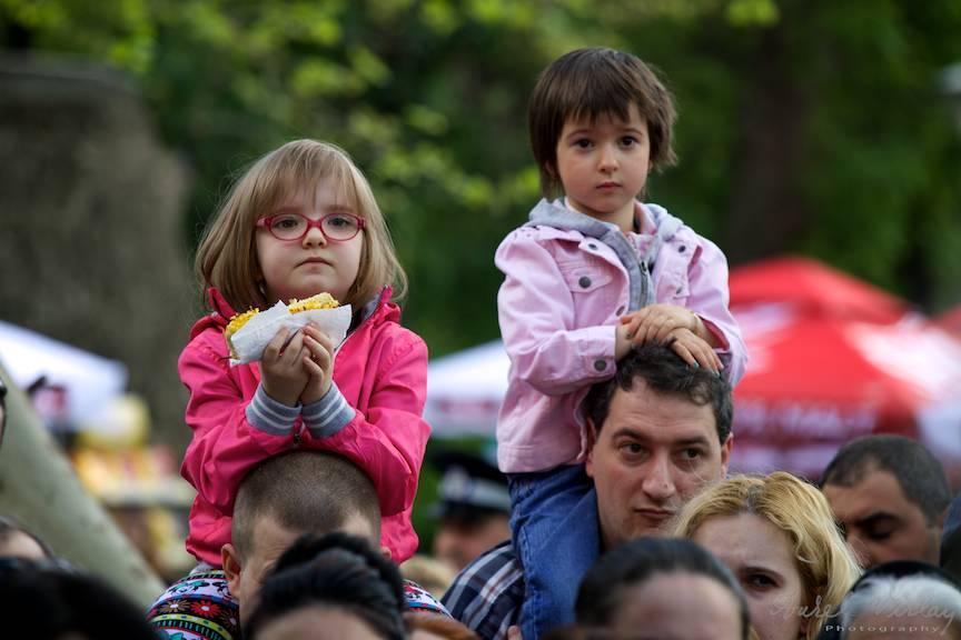 Cei mai frumosi copii intr-un fotoreportaj in a doua zi de Pasti.