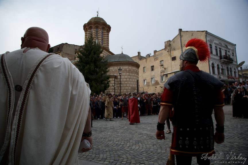 Pontiu Pilat si soldatii romani in Agora din spatele Hanului lui Manuc.